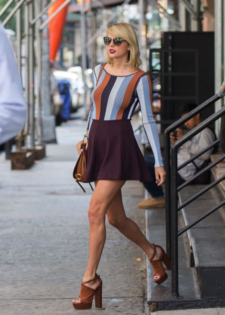 taylor-swift-wearing-the-bridle-bag-in-new-york-16th-september-2016-606175870