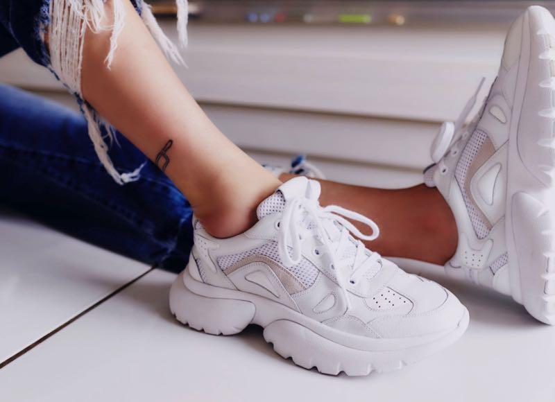 W20 : nom de code pour les sneakers XXL de Maje