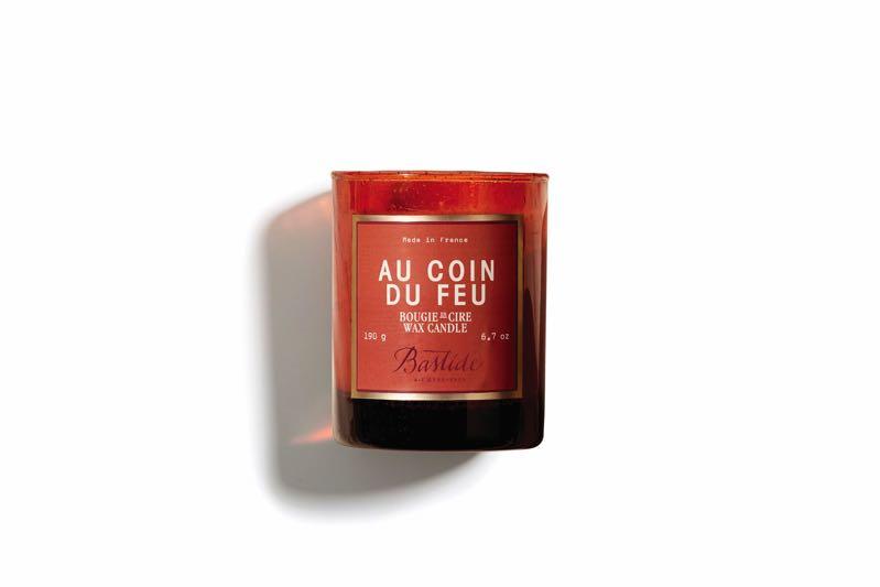 Parfum d'hiver selon Bastide : la bougie «Au coin du feu»