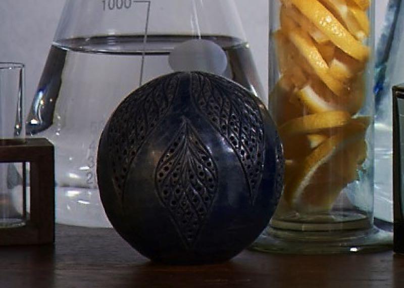 L'Artisan Parfumeur célèbre les 40 ans de son parfum iconique avec «La Boule de Mûre et Musc»