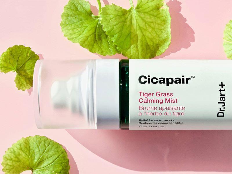 Prendre soin de sa peau en voyage avec les nouvelles brumes des gammes Cicapair™ et Ceramidin™ de Dr.Jart+