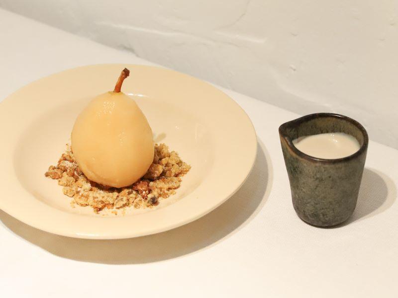 «La Poire Williams pochée», le nouveau dessert signature du restaurant Oursin par Jacquemus et Kaspia