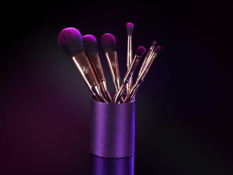 Idée cadeau #1 : le set de pinceaux «Purple Print» de Djulicious Cosmetics