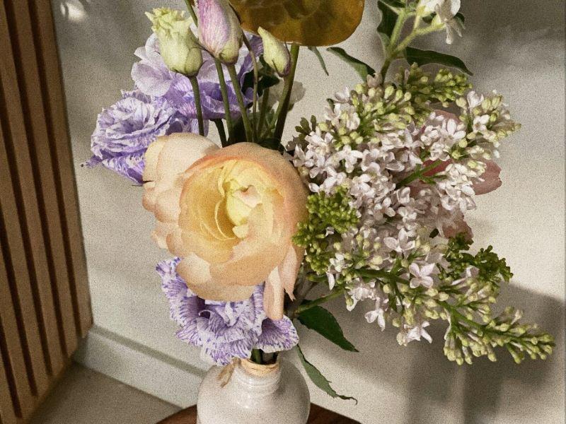 Des fleurs et des bijoux … une collaboration Lõu.Yetu x Debeaulieu