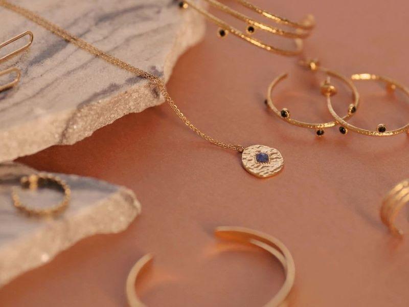 Soi Paris lance une toute première ligne de bijoux fantaisie